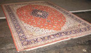 Ghom, Seidenteppich, sehr guter Zustand, 1 Ecke leicht geöffnet, Fransen fehlen tlw., ca.3,55 x 2,50