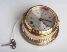 Glasenuhr (Wempe Chronometerwerke Hamburg), Anzeige Analog, DM ca. 10 cm, T. ca. 6,5 cm.Mit
