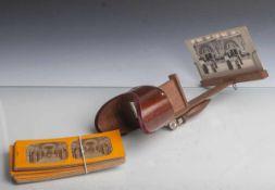Stereo Bildbetrachter (um 1900), Dreidimensionaler Papierbildbetrachter aus Holz, mitdiversen 3D-