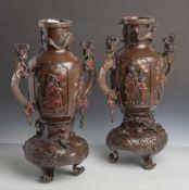 Vasenpaar, China, späte Qing-Zeit, Ende 19. Jahrhundert, um 1900, Bronze, patiniert.