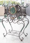 Kleiner Blumentisch (wohl 1. Hälfte 20. Jahrhundert), Eisen geschmiedet, 2-teilig,