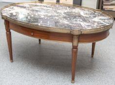Sofatisch im Empire Stil (20. Jahrhundert), ovale Form, Steinplatte m. rundumlaufendemMessinggitter,