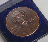 Gedenkmedaille Carl Benz (1979), bronzene Medaille, reliefartiges Porträt von Carl Benz m.Schriftzug