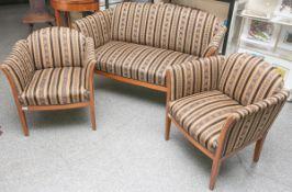 Kleine Sitzgarnitur im Stil des Biedermeier (2. Zeit), bestehend aus: 1 Sofa u. 2 kleineSessel,