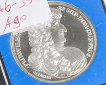 Silbermedaille, Abbild. Friedr. Wilhelm, 1998, Entwurf H. Meyer, eingeschweißt in Etui.- - -21.