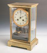 Kommodenuhr (wohl 1920), Messinggehäuse, 4-Seitenverglasung, Quecksilberpendel, Schlag aufFeder,
