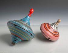 2 Kinder-Brummkreisel (wohl 1950-60er Jahre), Metall, polychrom gefasst. Gebrauchsspuren,Farbapl.- -