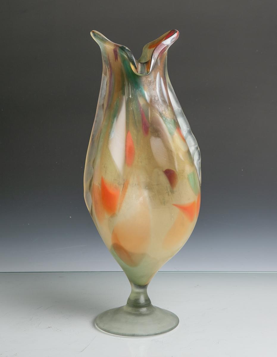 Lot 14 - Murano-Glasvase (20. Jahrhundert), abstrakte Form eines Fisches m. farblichenEinschmelzungen,