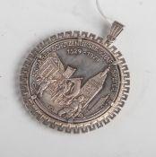 Silbermedaille als Anhänger gefasst, bez. 450 Jahre Schützengesellschaft Speyer,1529-1979, rs. mit