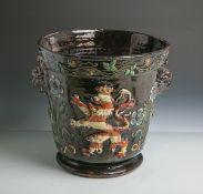 Cachepot/Blumenübertopf aus Marburg mit Hessischem Löwen in Wappenfarben (19.Jahrhundert), polychrom