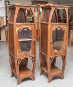 Zwei gleiche säulenartige Beistellschränkchen aus der Zeit des Jugendstils (um 1900),Eichenholz,