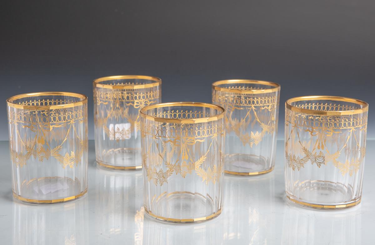 Lot 5 - 5 Gläser in zylindrischer Form mit 20 Facetten u. feiner Goldmalerei (Biedermeierzeit),Dm. je ca.