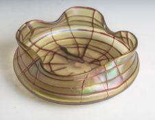 Glasschale (Jugendstil, Palme König, um 1900), irisierendes Glas m. Fadenauflage,gewellter Rand, Dm.