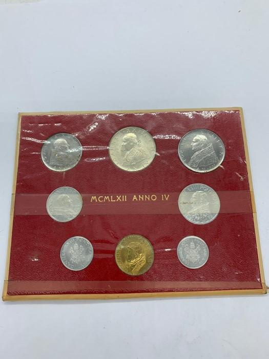 Lot 43 - A 1962 Vatican City Mint coin set.