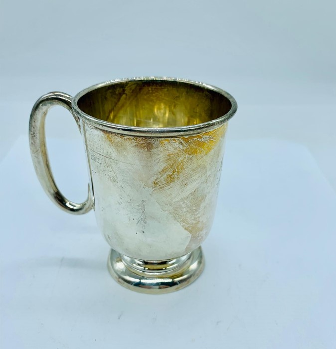 Lot 11 - A small silver cup, hallmarked Birmingham 1934-35