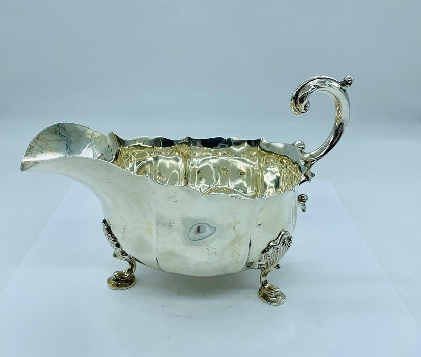 Lot 14 - A silver sauce boat, makers mark D.F 1929-1930