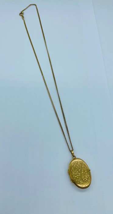 Lot 45 - A 9ct yellow gold locket on 9ct chain