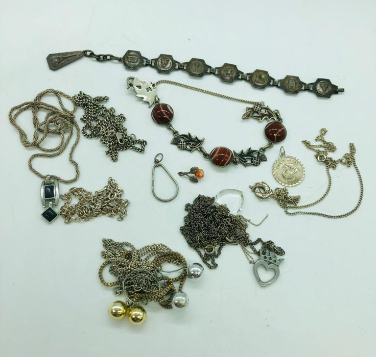 Lot 26 - A selection of jewellery, mainly silver