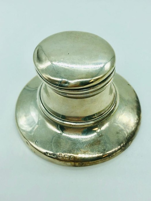 Lot 1 - A silver Inkwell, hallmarked Birmingham 1905