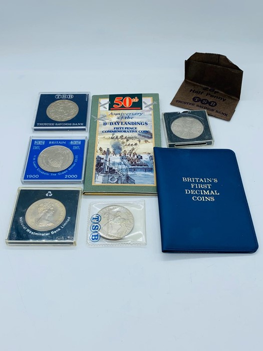 Lot 100 - A small selection of coins to include Crowns and presentation packs.