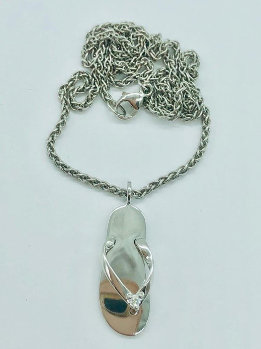 Lot 50 - A Mappin and Webb necklace with Flip Flop Pendant