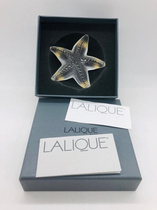 Lot 136 - A Lalique Oceania Paperweight in original box with paperwork