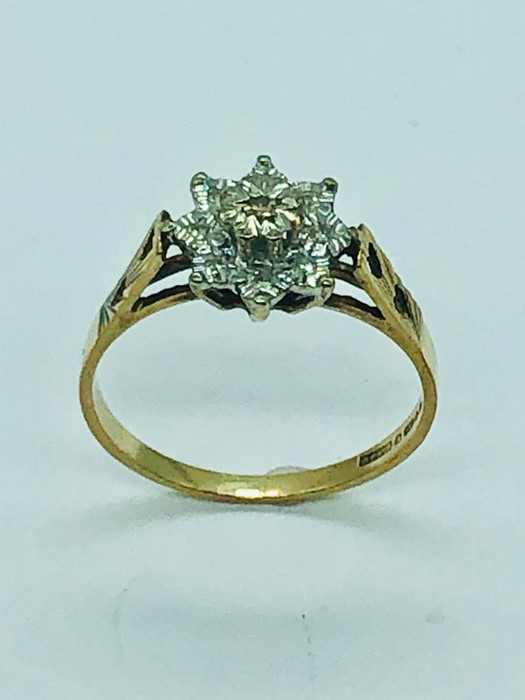 Lot 92 - A 9ct yellow gold diamond cluster ring