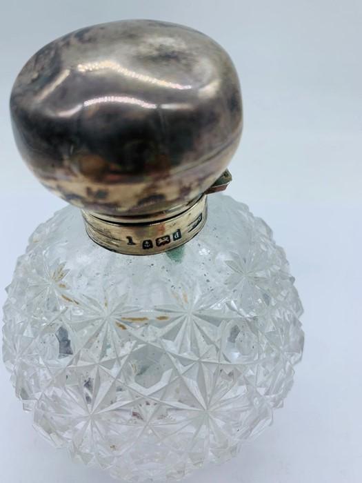 Lot 13 - A Hobnail cut silver topped scent bottle