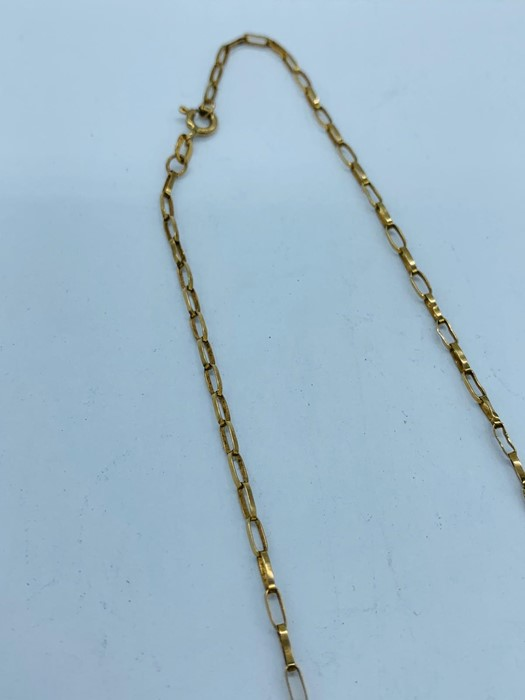 Lot 70b - A 9ct gold necklace (3.1g)