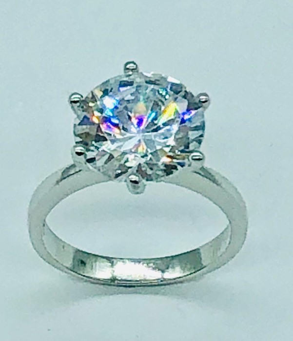 Lot 90 - A silver mounted substantial cz dress ring