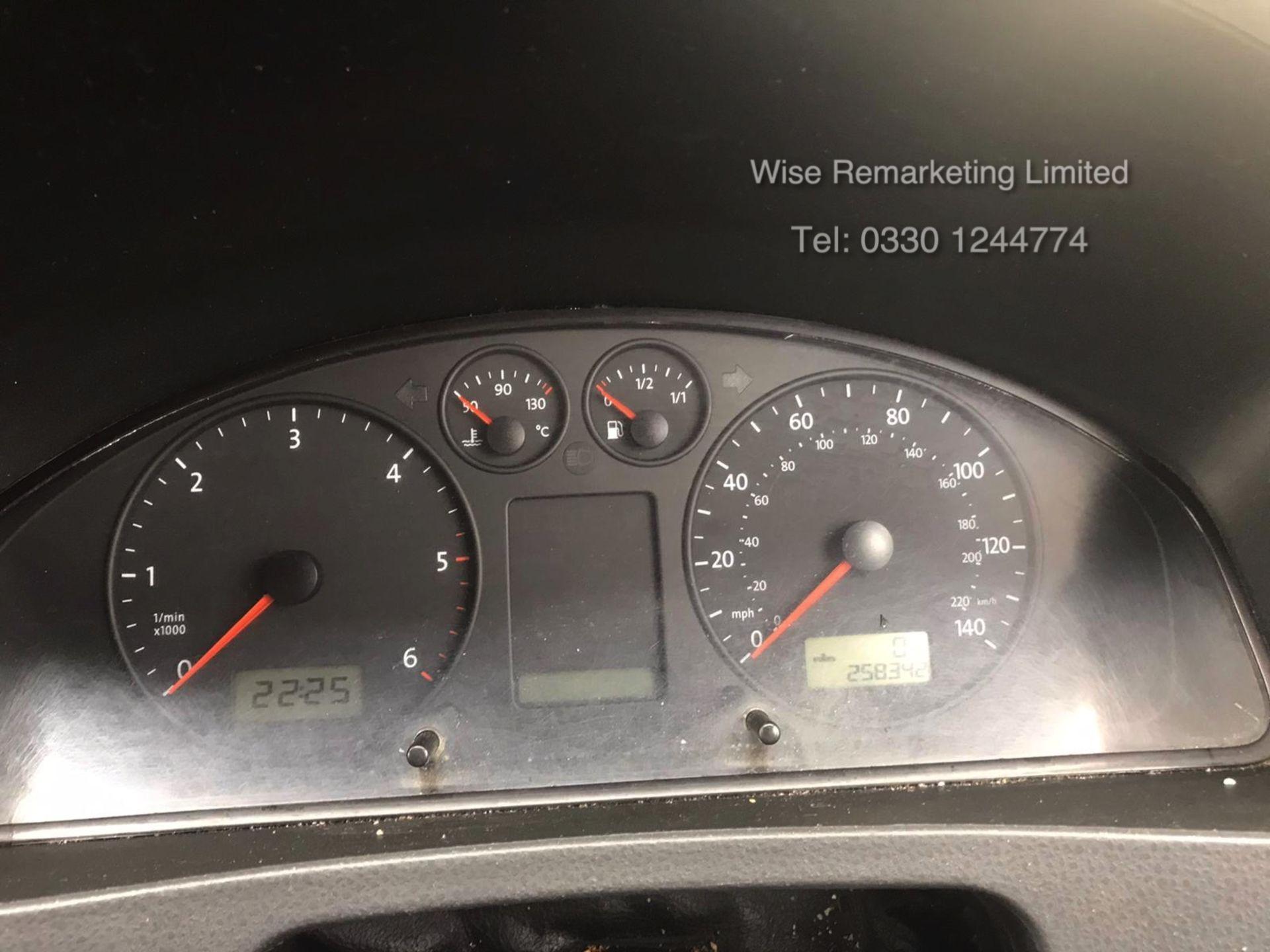 Lot 36 - ***RESERVE MET*** Volkswagen Transporter T30 130 2.5 Tdi Mini Bus - 2006 06 Reg - Auto - LWB