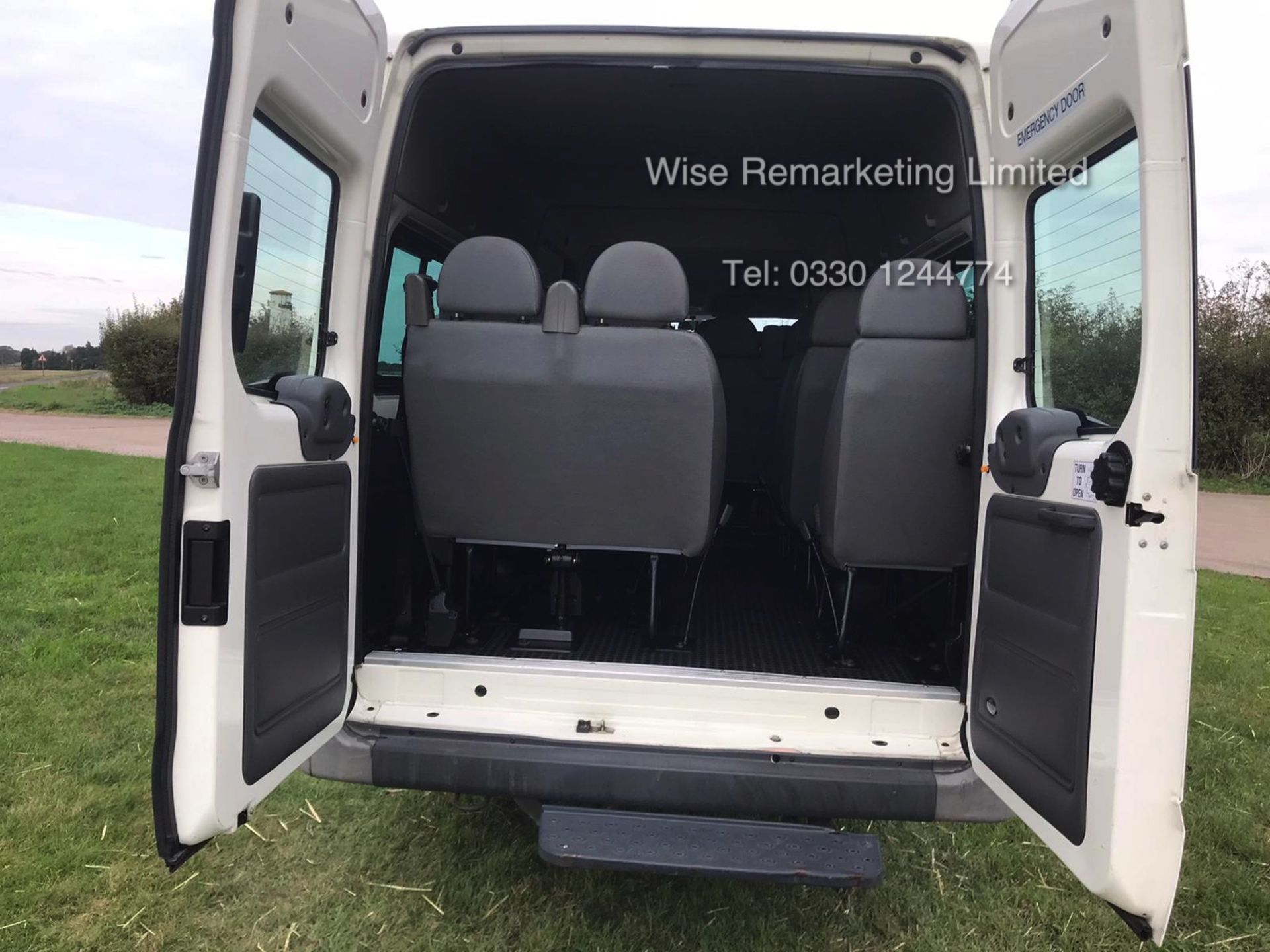 Lot 44 - Ford Transit Minibus 2.4l (17 Seater) - 2005 Model - Service History - 1 Keeper - Only 31k Miles
