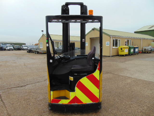 Lot 4 - Yale MR16 Electric Reach Fork Lift Truck