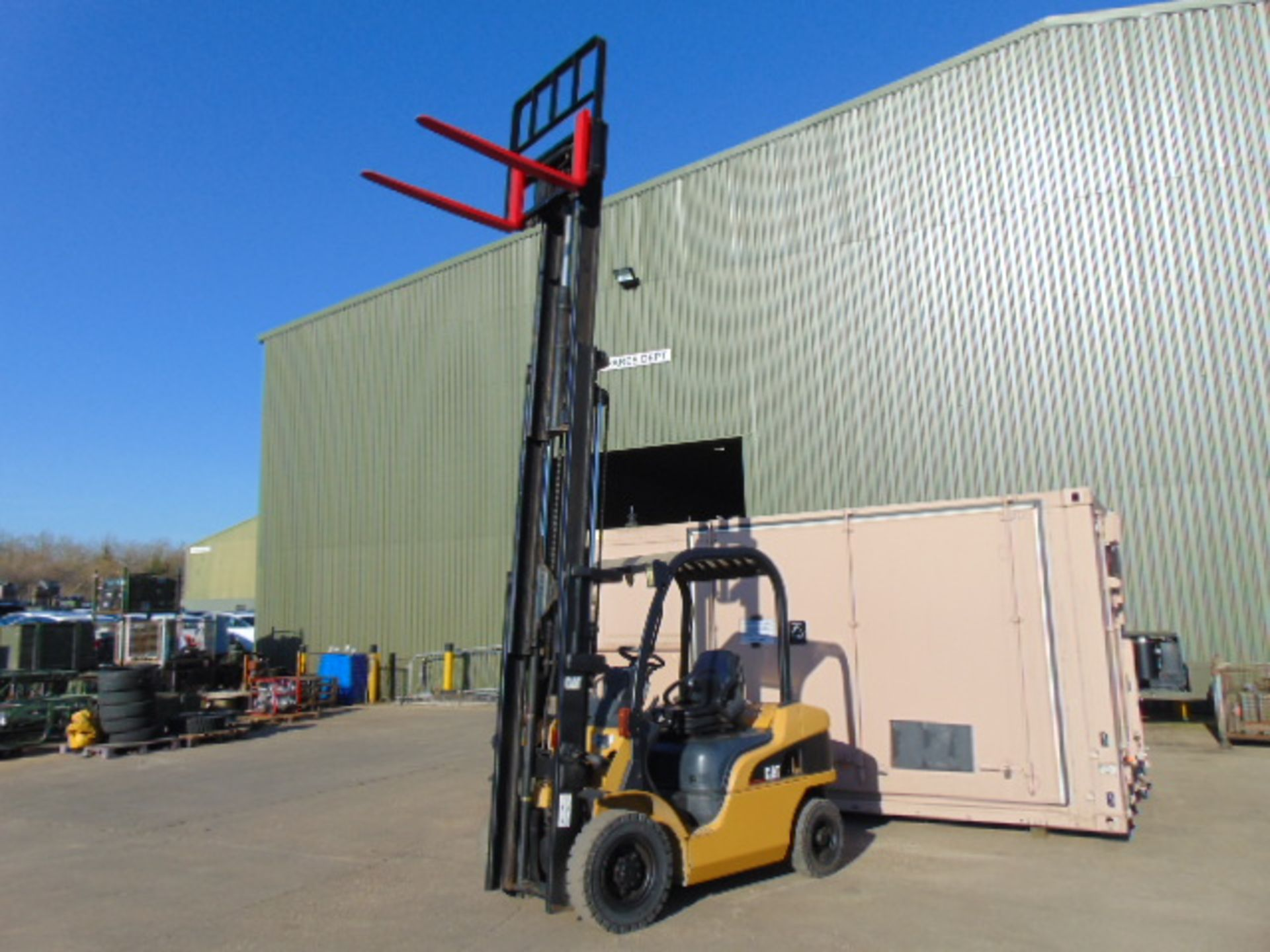 Lot 16 - Caterpillar DP20N Counter Balance Diesel Forklift