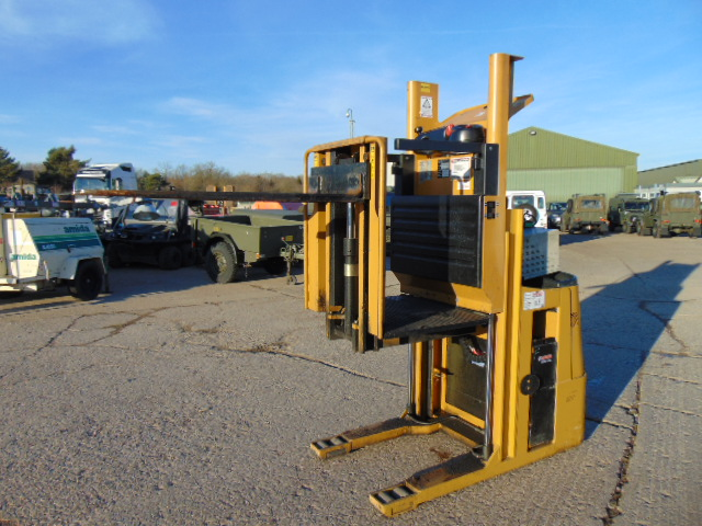 Lot 7 - 2009 CAT NOL10NF Low Level Electric Order Picker C/W Charger