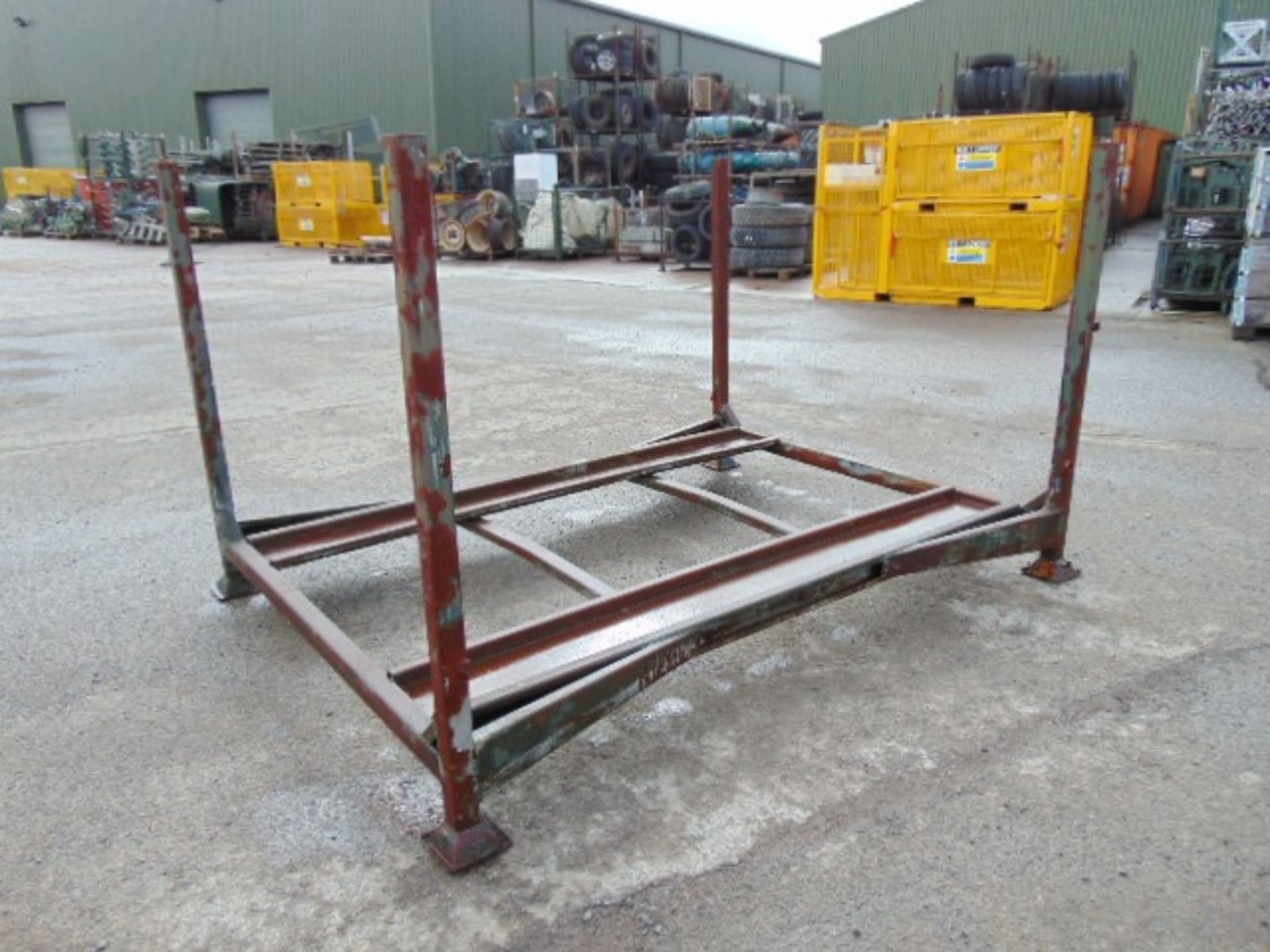 Lot 44 - 1 x Jeep Stacking Post Pallet
