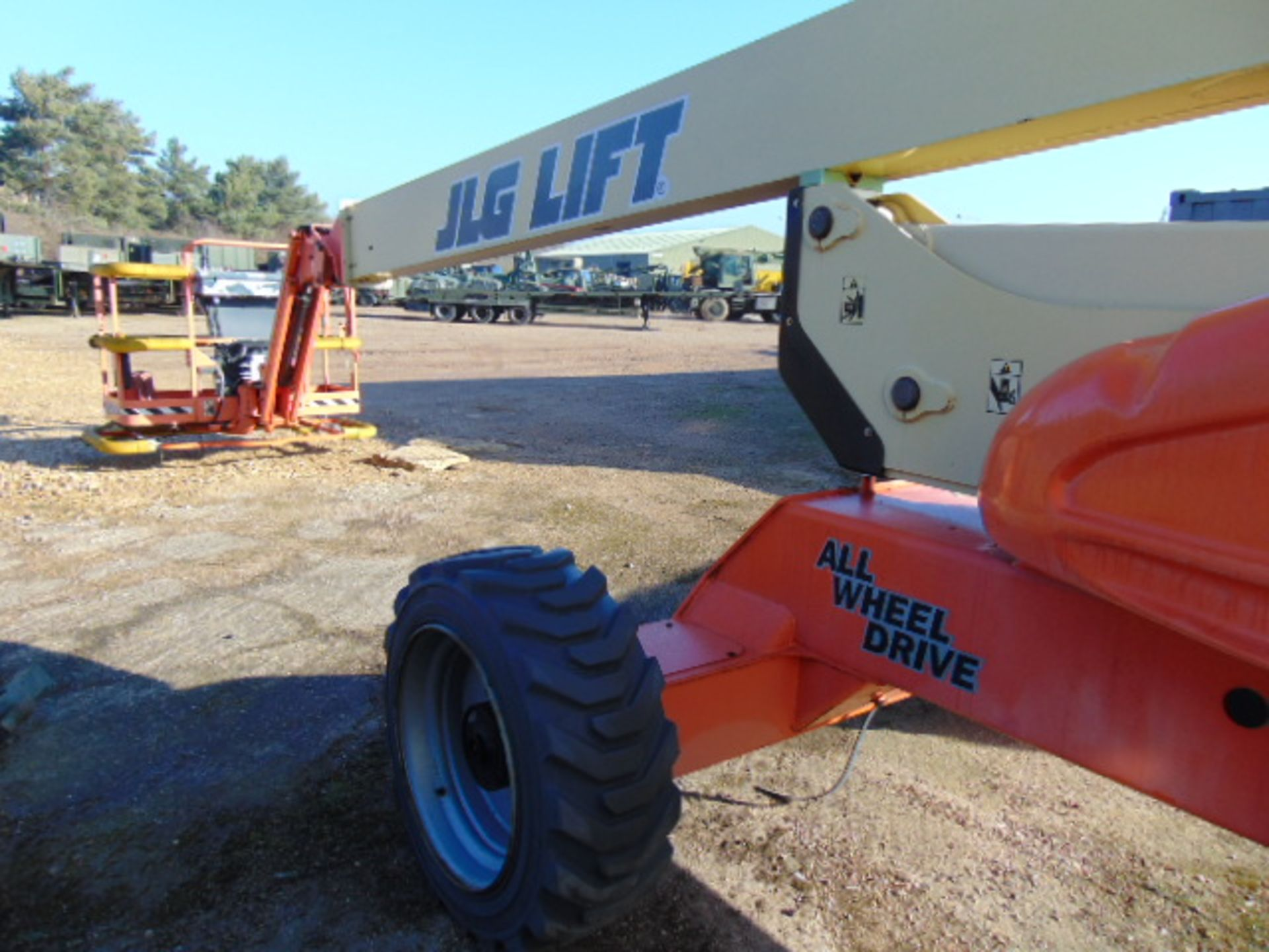 Lot 2 - JLG M600JP Lift 565 Hours Only!!