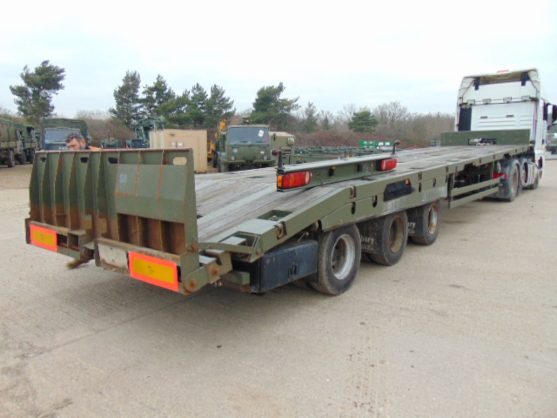 Lot 34 - 2002 Oldbury Tri Axle Sliding Deck Plant Trailer