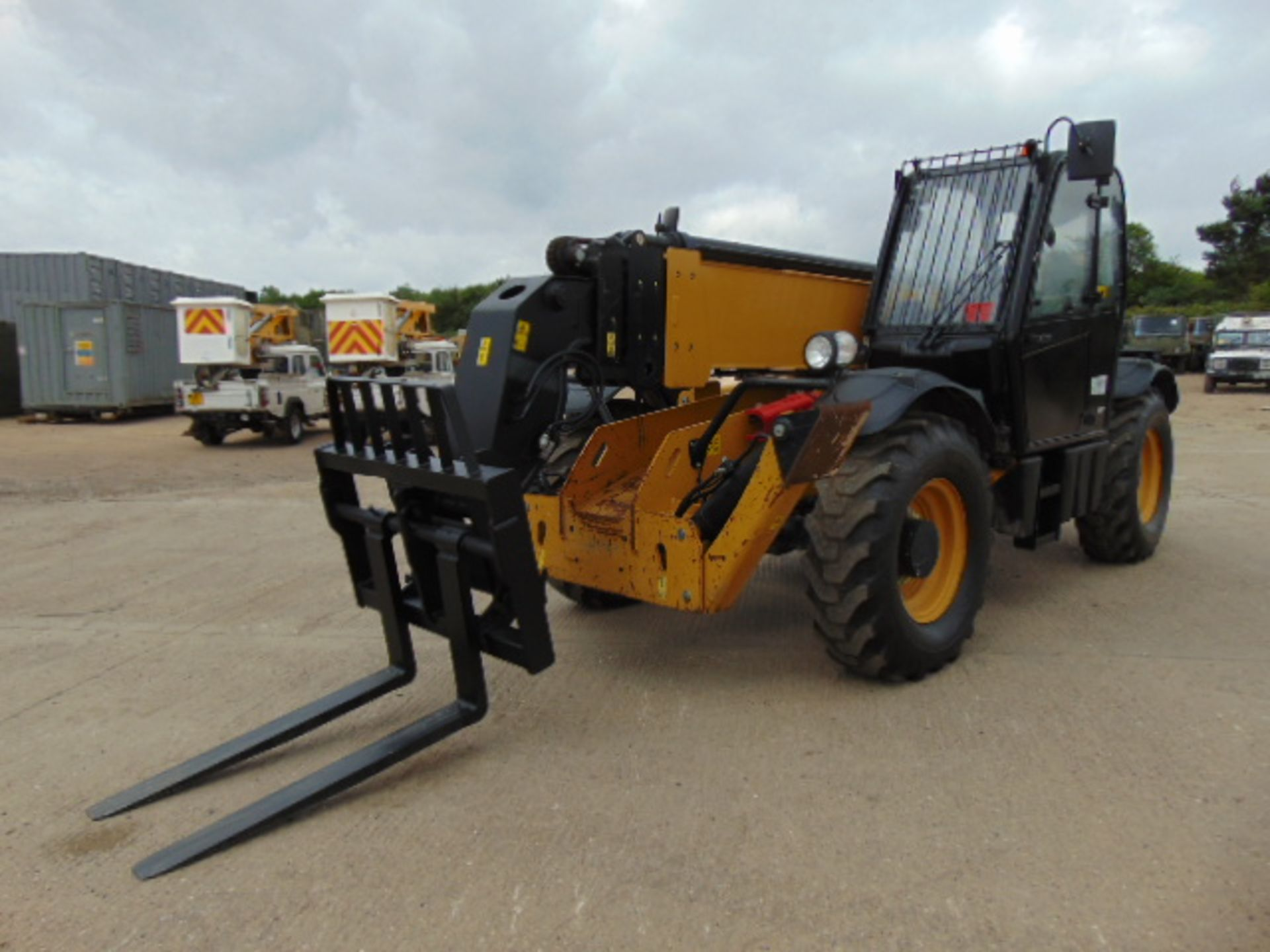 Lot 38 - 2014 Caterpillar TH417GC 4.0 ton Telehandler only 1,837 hours!
