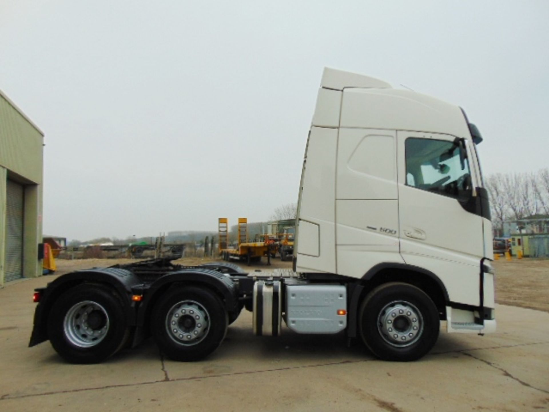 Lot 31 - 2015 Volvo FH 500 Globetrotter 6x2 44ton Tractor unit