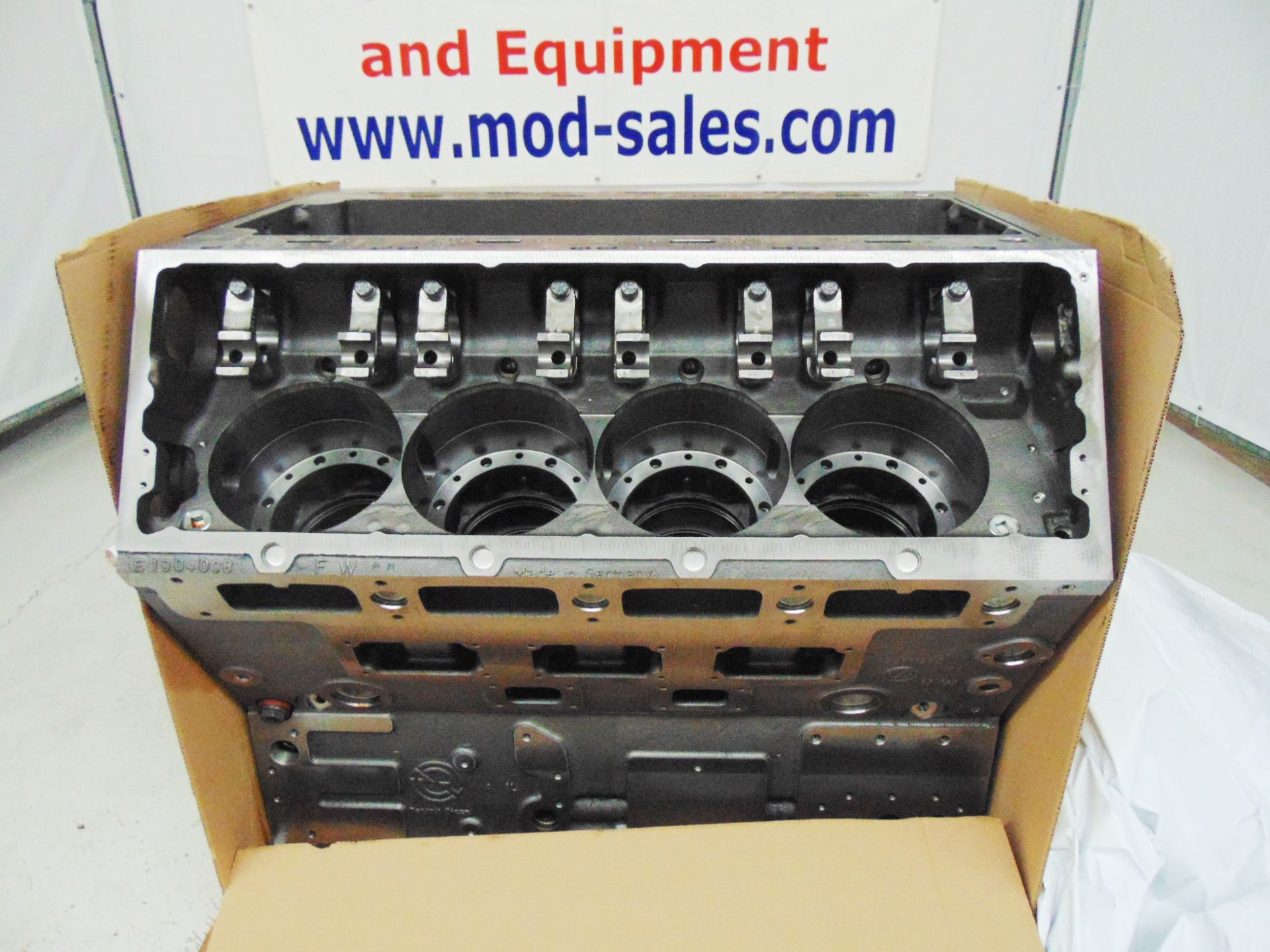 Lot 12 - Brand New & Unused Detroit Diesel V8 20V149 New Bare Engine Block