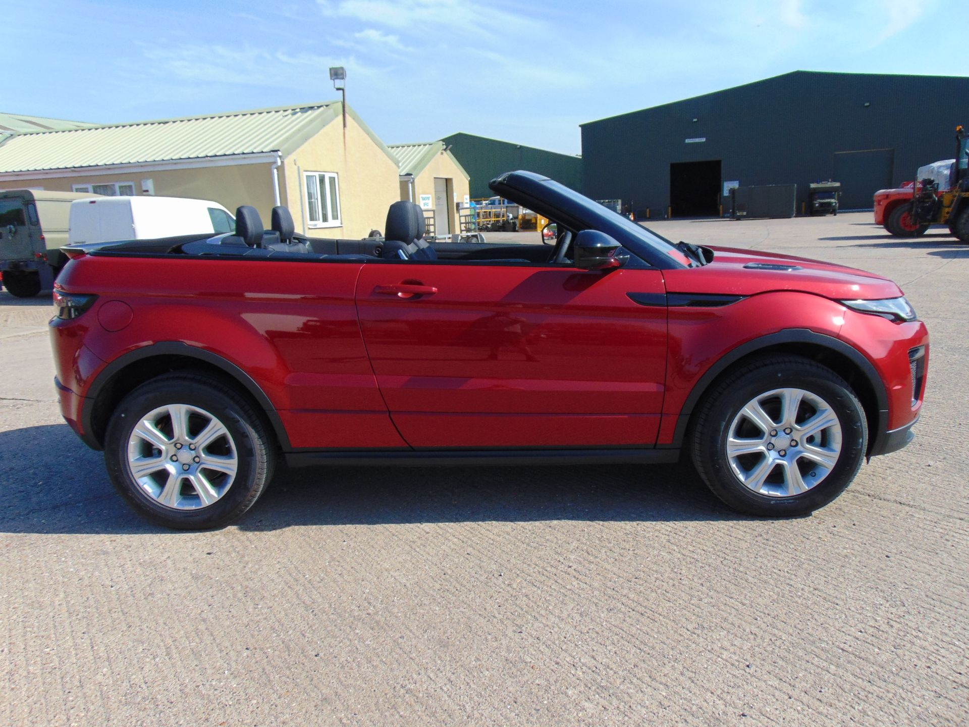 Lot 37 - NEW UNUSED Range Rover Evoque 2.0 i4 HSE Dynamic Convertible