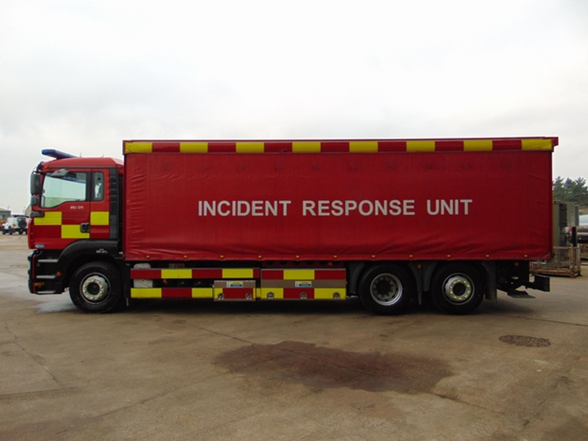 Lot 9 - 2004 MAN TG-A 6x2 Rear Steer Incident Support Unit ONLY 33,543km!