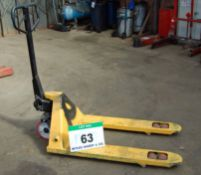A Yellow Steel Manual Hydraulic Pallet Truck, 2500Kg capacity
