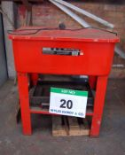 A SEALEY SM20T Red Plastic Parts Cleaning Tank with Steel Frame (240V)