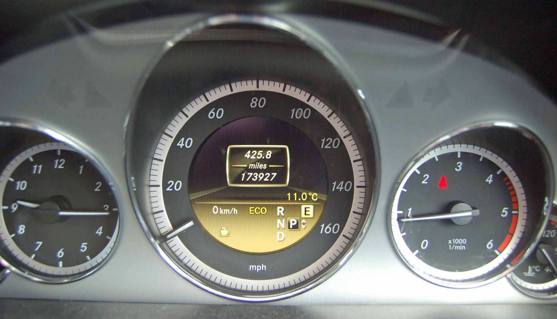 Lot 9 - A MERCEDES BENZ E250 Avantgarde 2.2 CDI Blue Efficiency 5-Door, Automatic, Diesel Estate Car,