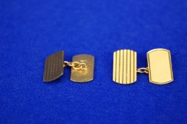 A Pair 9ct Gold Men's Double Linked Cufflinks of Oblong Form with Radiused Corners with Engraved
