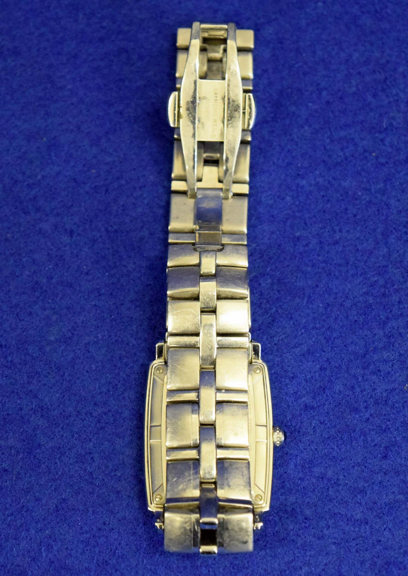 Lot 10 - A RAYMOND WEIL 'Parsifal' Barrel Stainless Steel Men's/Unisex Wrist Watch with Quartz Movement (
