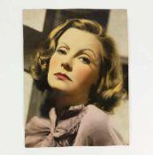 FOTOGRAFIE, Porträt der Greta Garbo, 1930er/ 40er Jahre, Schwarz/Weiß, coloriert, 34 x 25,8 cm,