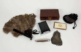 KONVOLUT, 1920er/30er Jahre, bestehend aus: Abendköfferchen, Krokodilleder, Messingschloss (defekt),